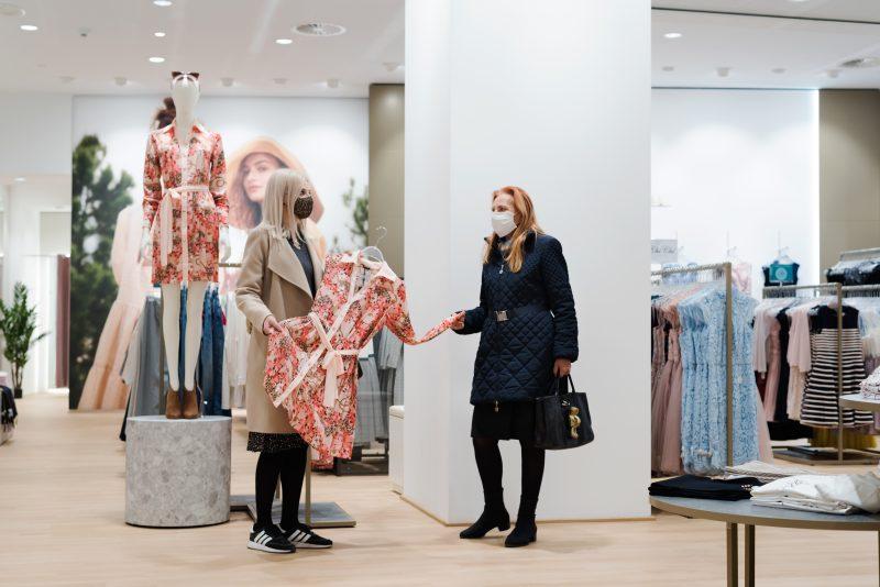 Пазаруването също е вид преживяване и споделяне на качествено време с близък човек